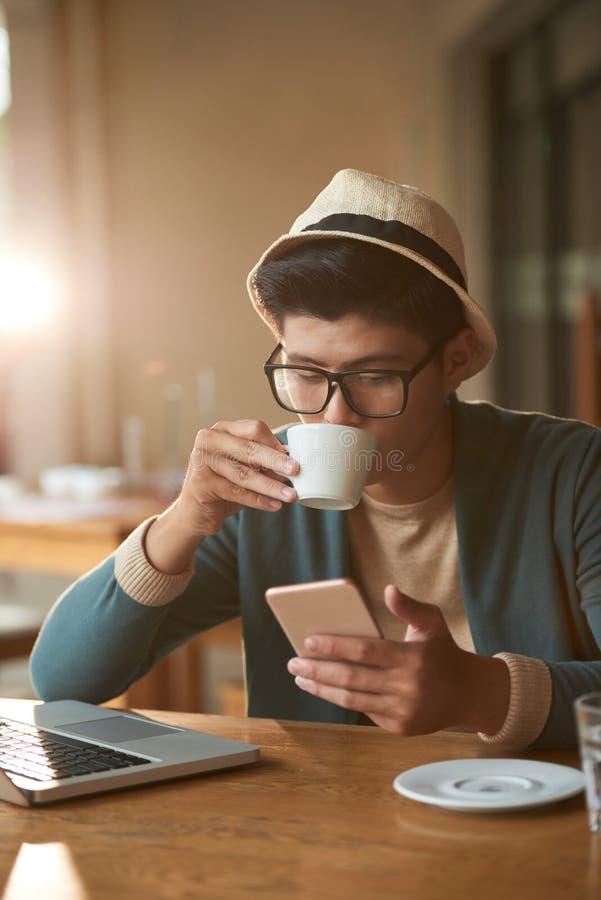 Café de la mañana en café imagen de archivo libre de regalías