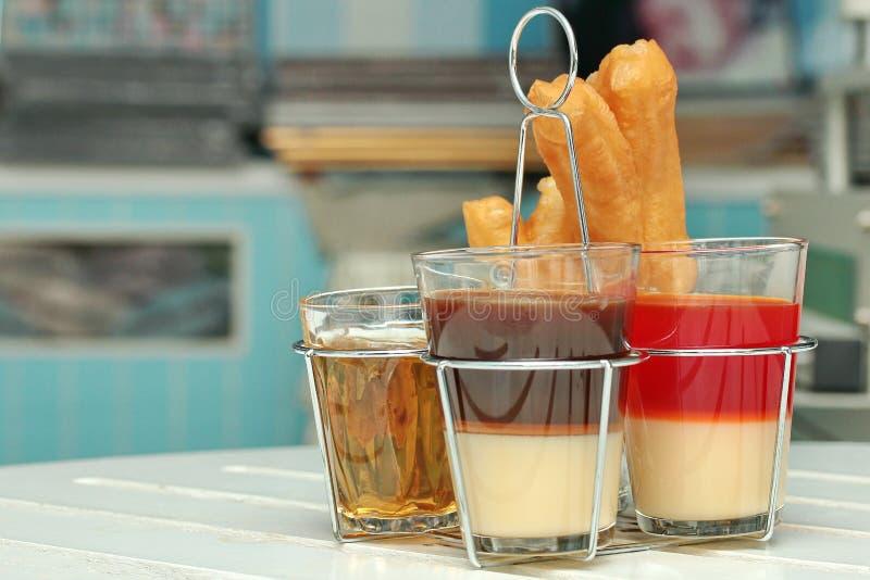 Download Café De Lait Et Thé Et Patongko Traditionnels Thaïlandais De Lait Image stock - Image du gingers, santé: 87705321