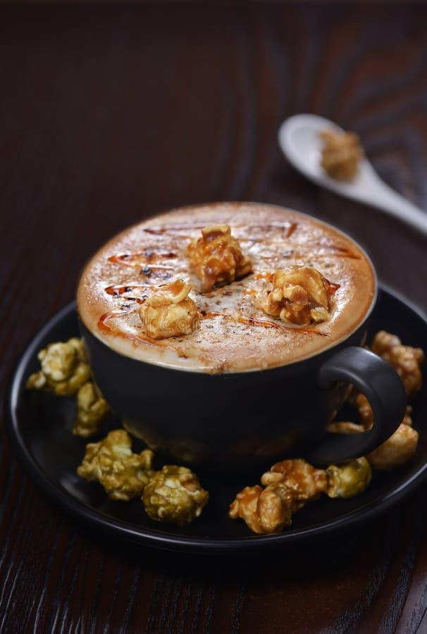 Café de Latte de balle de crème de maïs éclaté image stock