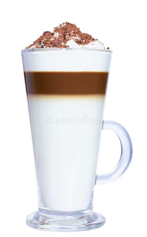 Café de Macchiato do Latte com chantiliy e pedaços de chocolate Isolado no fundo branco imagens de stock