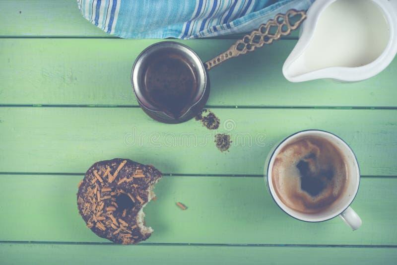 Download Café De Matin Avec Le Beignet Photo stock - Image du breakfast, amorti: 45351514