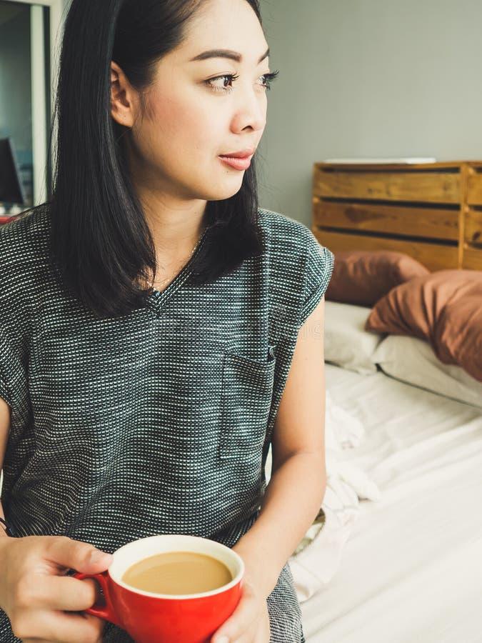Café de matin de boissons de femme image stock