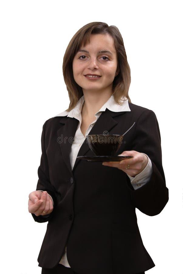 Café de oferecimento da mulher de negócio imagem de stock