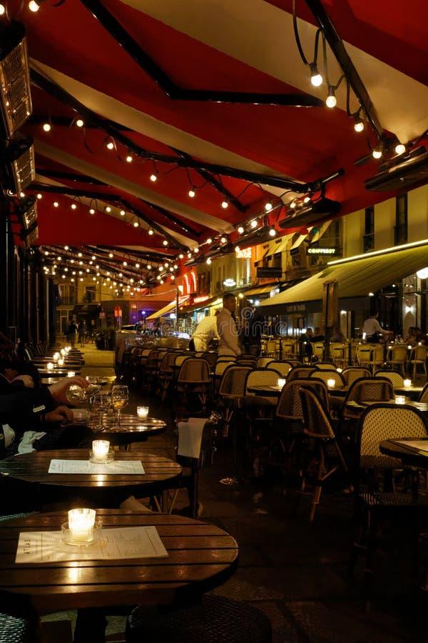 Café de París en la noche foto de archivo libre de regalías