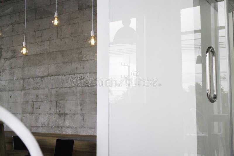 Café de pièce de grenier avec l'espace coworking images libres de droits