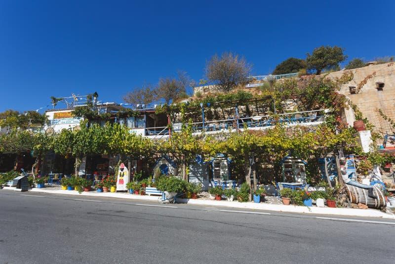 Café del borde de la carretera de Olive Tree, Creta foto de archivo libre de regalías