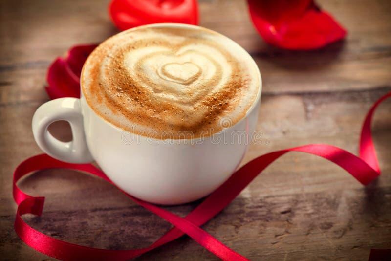 Café del día de tarjeta del día de San Valentín fotos de archivo