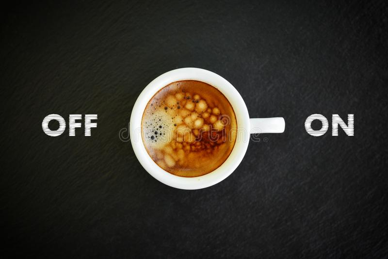 Café del café express en pequeña taza blanca foto de archivo