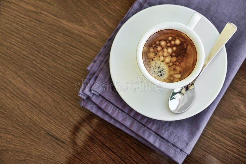 Café del café express en pequeña taza blanca fotos de archivo libres de regalías
