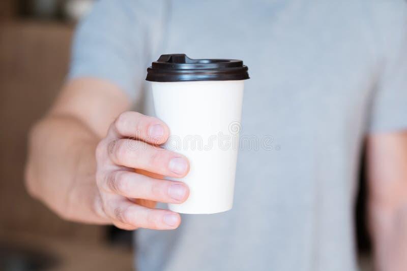 Café del hombre de la bebida de la energía de la estela de la buena mañana imágenes de archivo libres de regalías