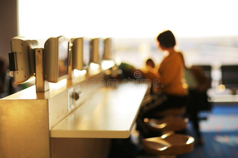 Café del Internet en aeropuerto. fotografía de archivo