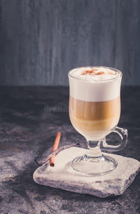 Café del Latte en tonos fríos fotos de archivo libres de regalías