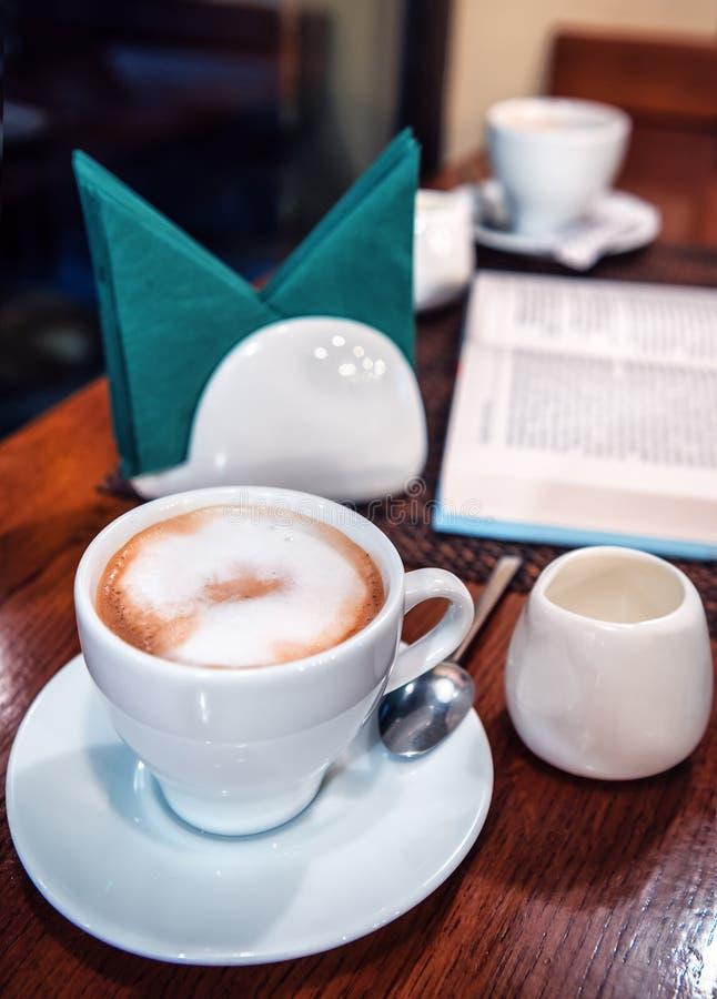 Café delicioso com leite imagem de stock royalty free
