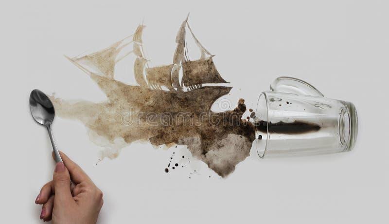Café derramado na forma de um navio foto de stock