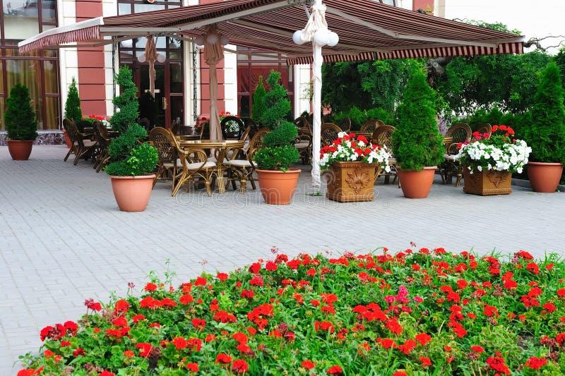 Café do ar aberto do verão imagem de stock