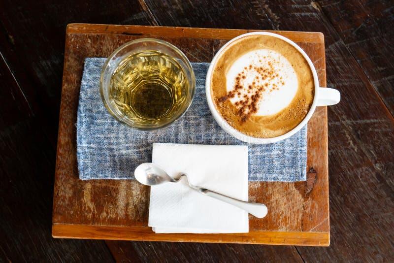 Café do cappuccino e chá quente fotos de stock royalty free