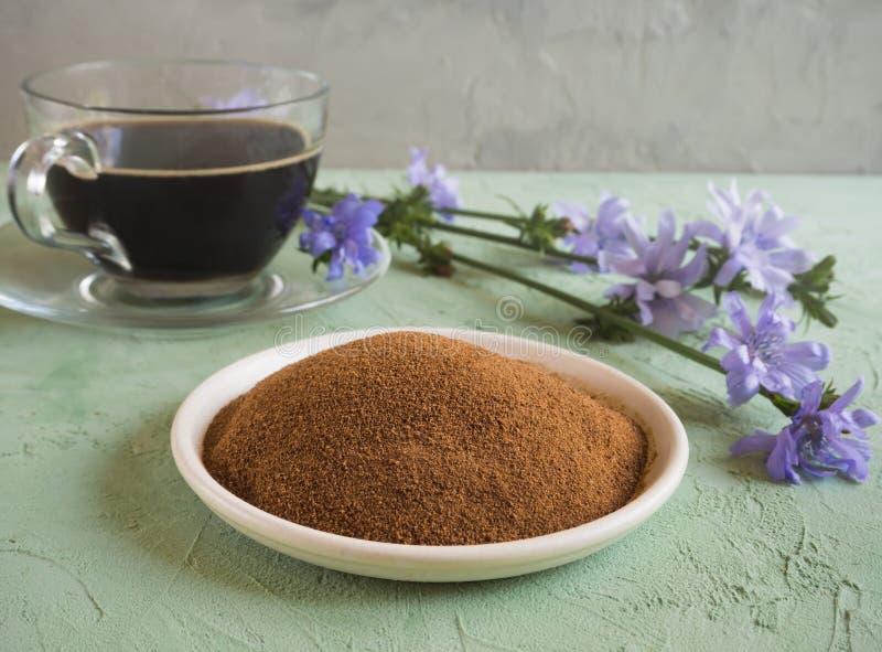 Café do diabético com chicória Substituição alternativa para o café preto fotografia de stock royalty free