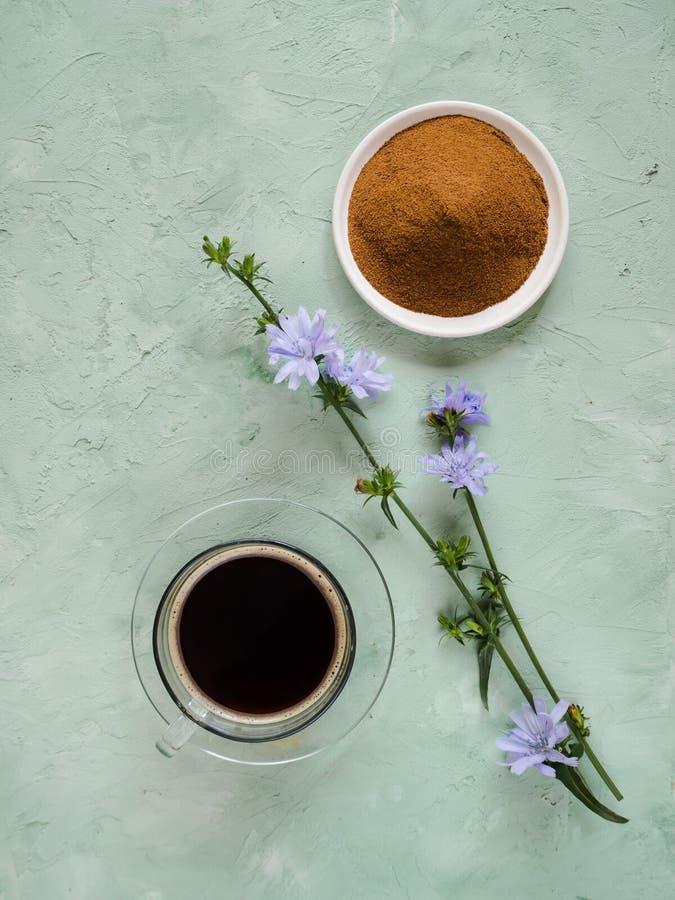 Café do diabético com chicória Substituição alternativa para o café preto fotos de stock royalty free