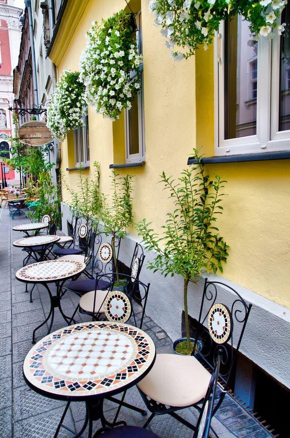 Café draußen stockfotos