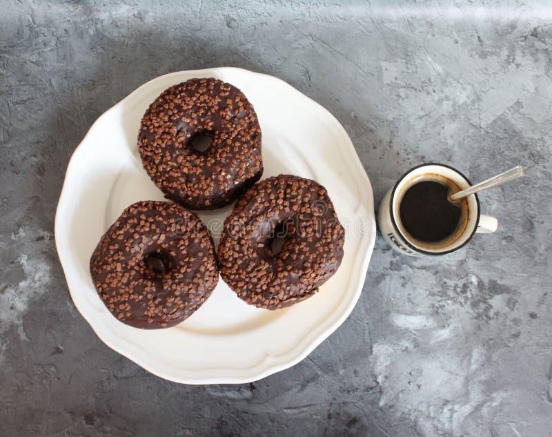 Café e anéis de espuma fotografia de stock royalty free
