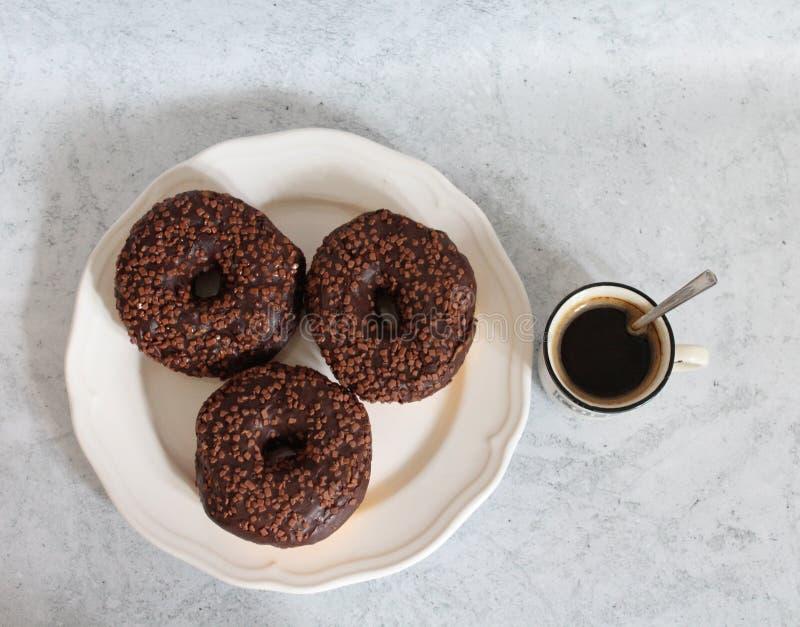 Café e anéis de espuma foto de stock