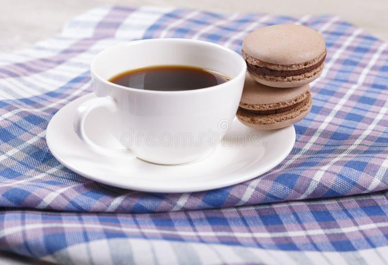 Café e bolinhos de amêndoa imagens de stock royalty free