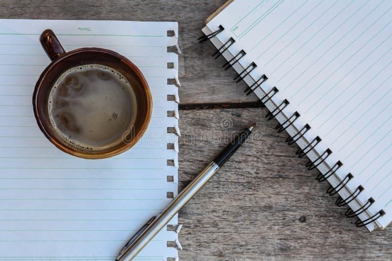 Café e caderno espiral imagens de stock royalty free