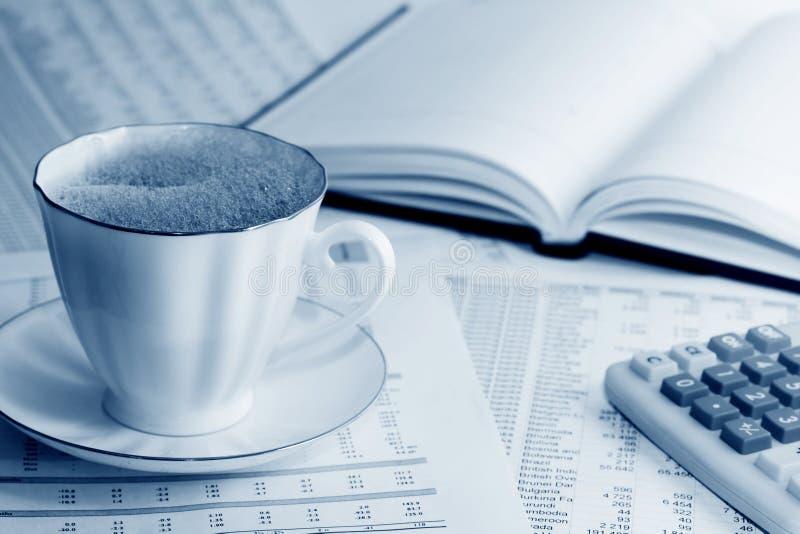Café e contabilidade. imagens de stock