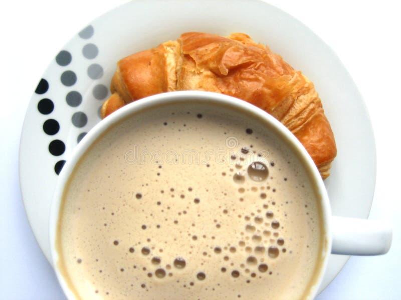 Café e croissant quentes imagem de stock royalty free