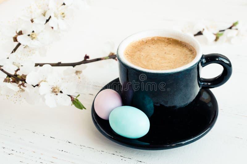 Café e flor de cerejeira foto de stock