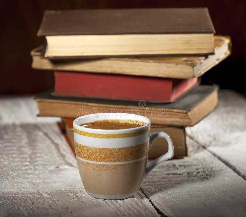 Café e livros imagem de stock
