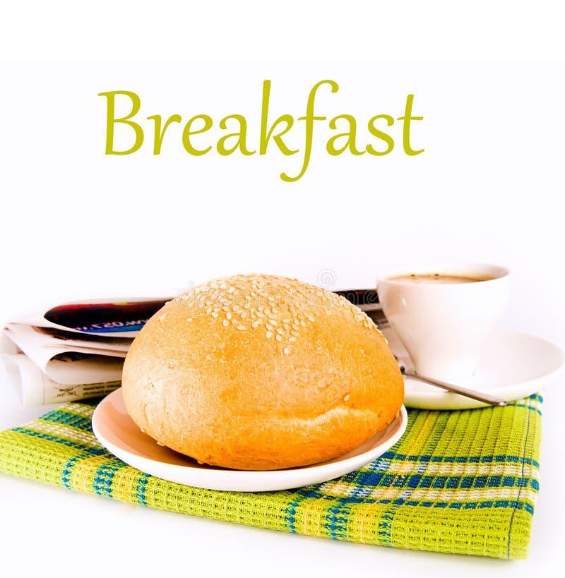 Café e pão recentemente cozido imagens de stock