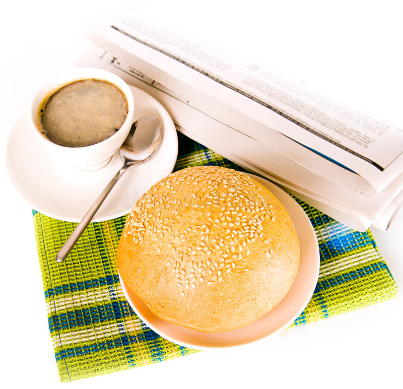 Café e pão recentemente cozido imagem de stock