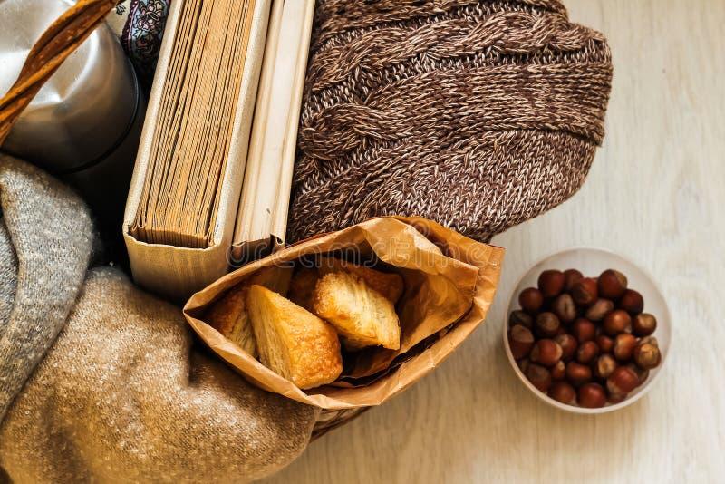 Café e pastelarias deliciosas para o café da manhã na manhã Porcas fotos de stock