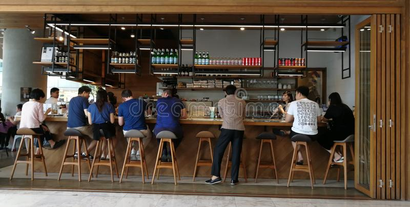 Café e restaurante agradáveis em Banguecoque imagem de stock