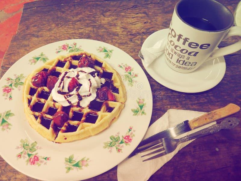 Café e waffle foto de stock