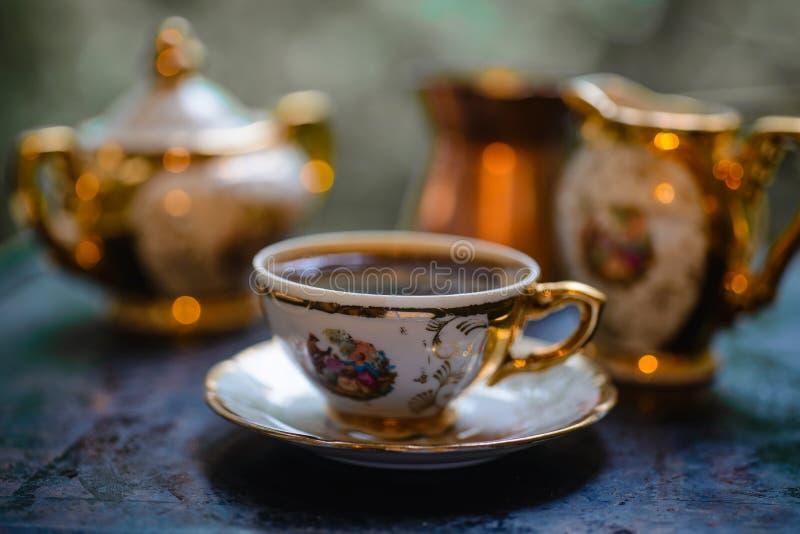 Café em um copo pequeno fotografia de stock