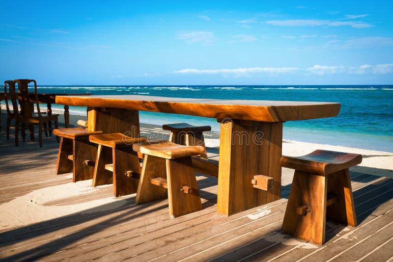 Café em uma praia tropical fotos de stock royalty free