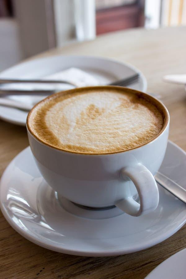 Café en café imagen de archivo libre de regalías