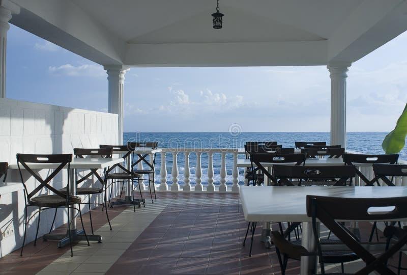 Café en costa de la playa imagen de archivo libre de regalías