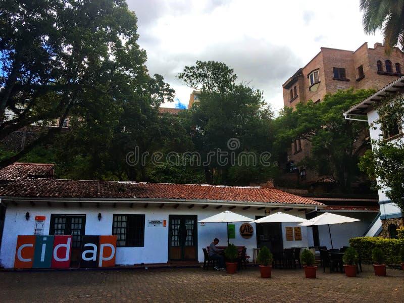Café en dehors de du musée de CIDAP à Cuenca Equateur image stock