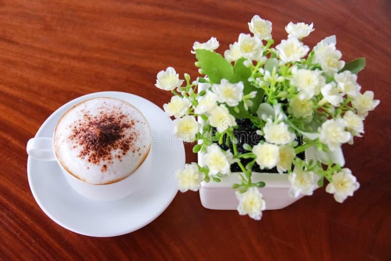 Café en la tabla foto de archivo libre de regalías