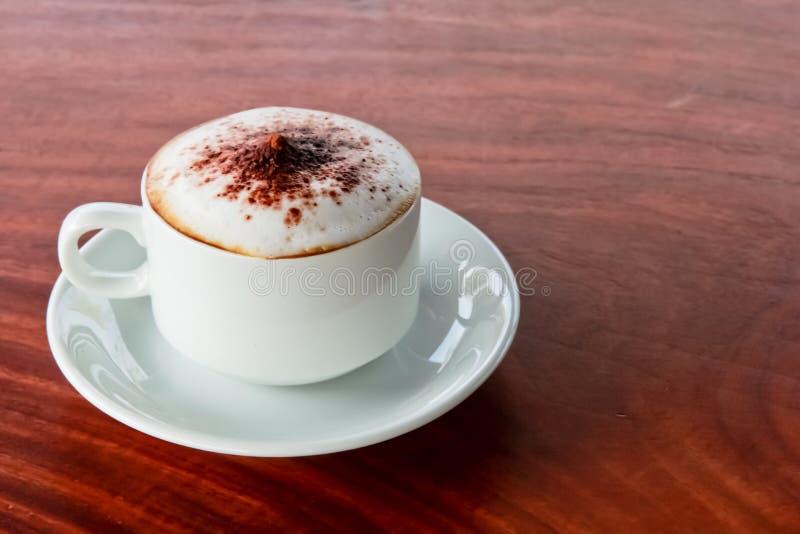 Café en la tabla fotografía de archivo libre de regalías