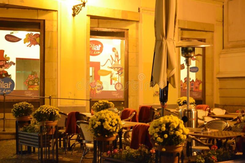 Café en Praga por noche imágenes de archivo libres de regalías
