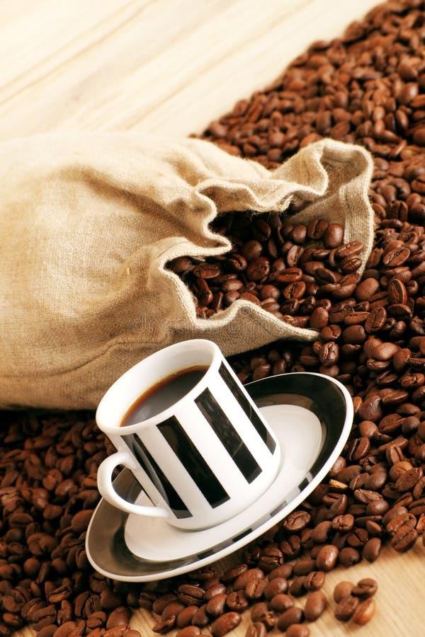 Café en una taza fotografía de archivo