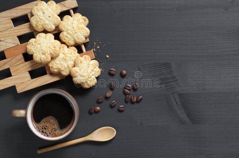 Café et biscuits avec la noix de coco image libre de droits