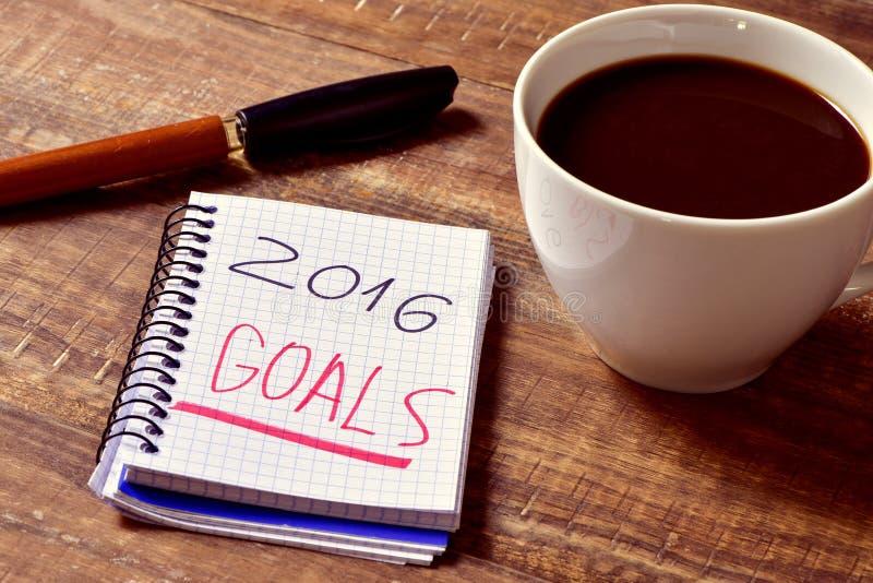 Café et bloc-notes avec les buts des textes 2016 photo libre de droits