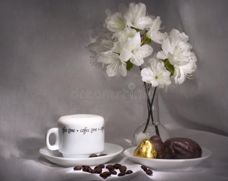 Café et bonbons (séries simples de déjeuner) image stock