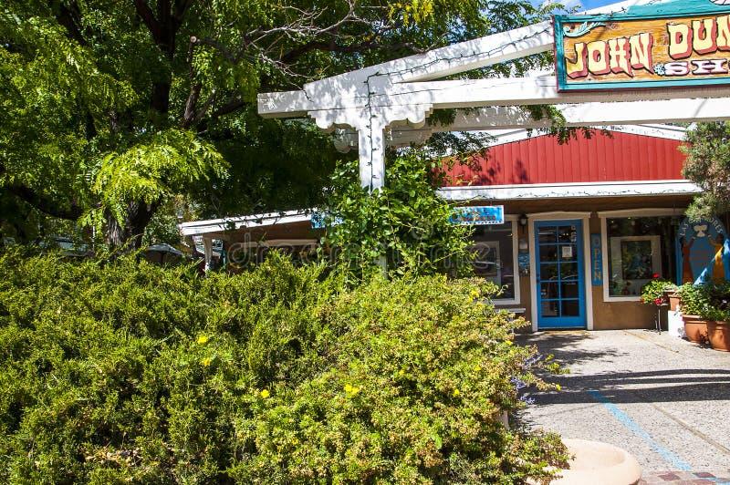 Café et boutique dans la ville artistique de Taos au Nouveau Mexique aux États-Unis images stock
