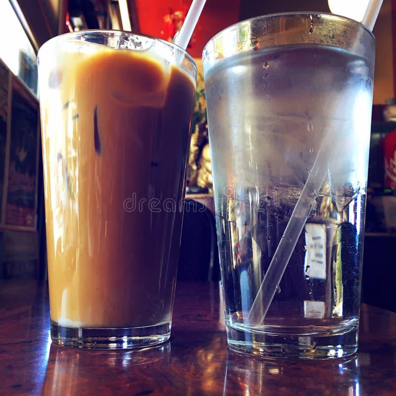 Café et eau glacée glacés vietnamiens photo libre de droits